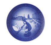 Royal Copenhagen Annual Christmas Plate, Father & Daughter Feeding Swan 2017