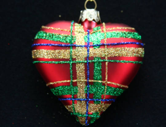 Glass Heart Matt Red With Red,Green & Blue Glitter Tartan 8cm