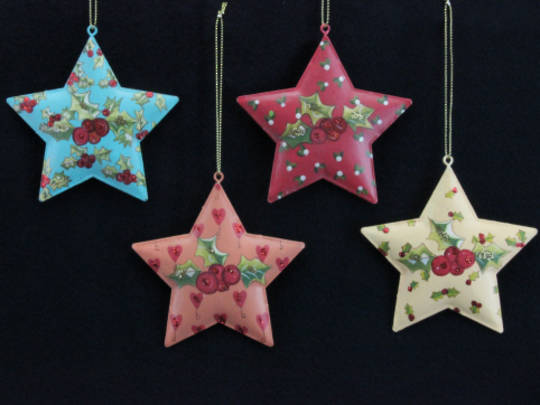 Metal Painted Hanging Star w/Holly 9cm