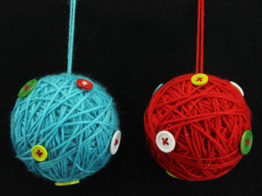 Wool Hanging Ball w/Buttons 8cm