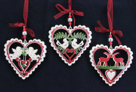 Hanging Tin Painted Fretwork Heart 8cm