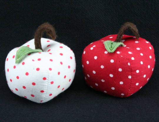 Hanging Fabric Apple 6cm