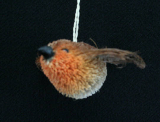 Hanging Bristle Flying Robin 12cm